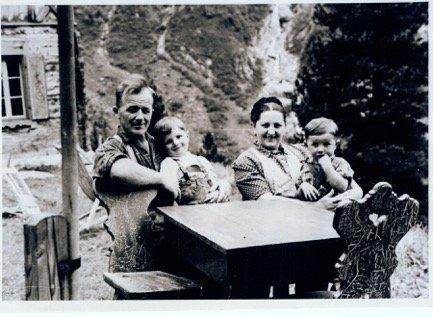 Familie Hildegard & Wilhelm Steindl mit Söhnen Paul & Hans